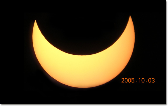 Poderá ver aqui o relato e a galeria do espectacular eclipse. See here the photos of annular eclipse!