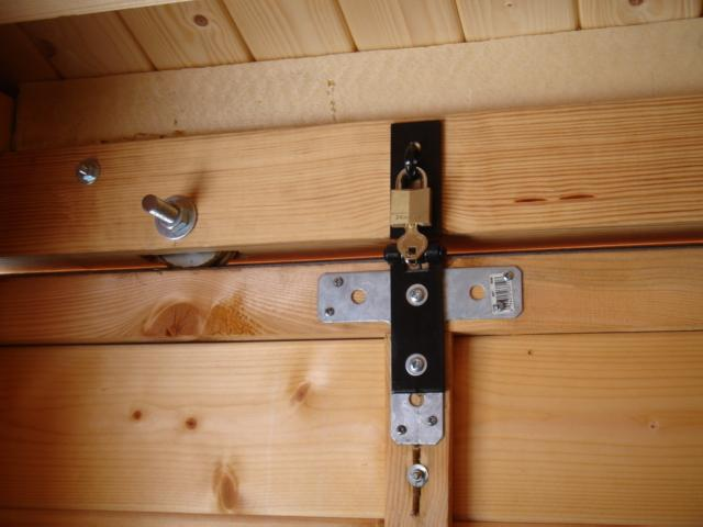 Solution pour envol du toit abri astronomie pratique for Porte pour abri exterieur