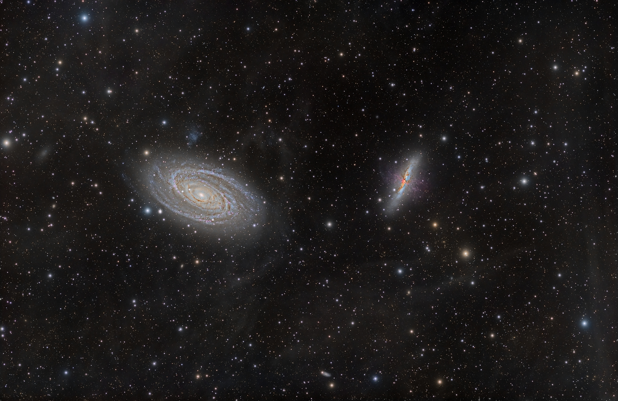 M81_M82_IFN_2011_widefield.jpg -          texto_bright    Object:M81, M82 & IFN   Date:From February 2010 to March 2011   Observingsite: FNO (Fosca Nit Observatory, Àger)   Telescope: TakahashiTOA-150  @ f/7.3 on EM-400 mount   Camera:SBIG STL-11000M  @ -20C   Filters: LRGB Astrodon   Totalexposure: More than 20 hours of accumulated exposure (all unbinned).     Guiding: Camera guide chip     Software:Guide & camera control: CCDSoft. Processing: PixInsight 1.6 Comment: