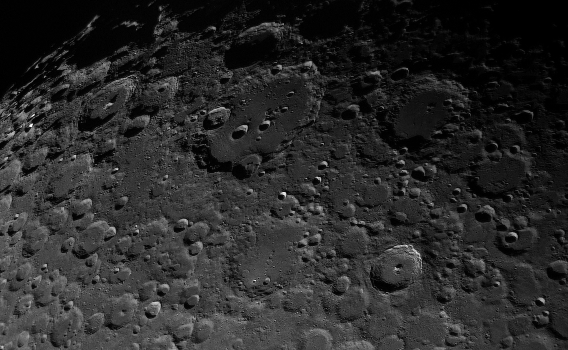 Moon_30_Sep_2017_20_05_45_HaT-F27_ZWO-ASI174MM_AS_F100_grad6_ap434_conv.jpg